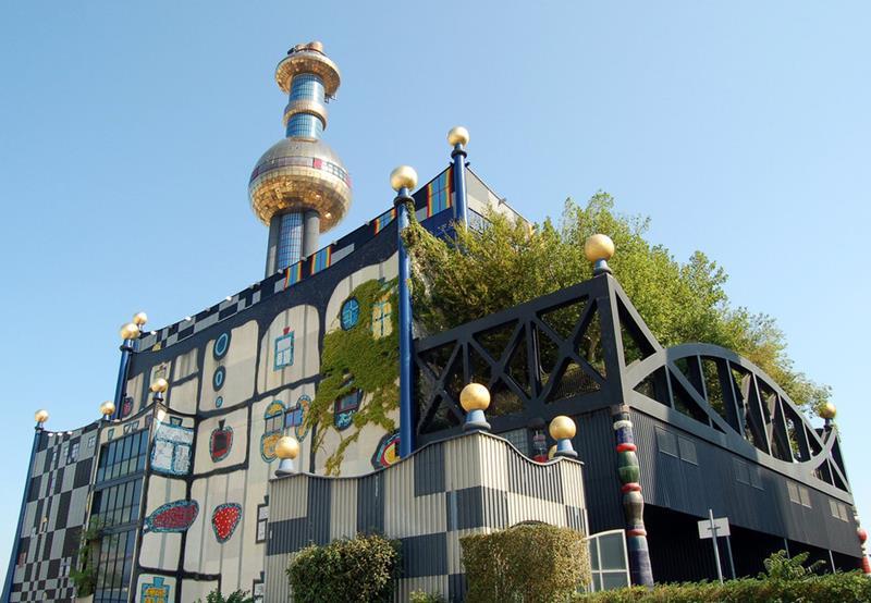 Planta incineradora en Spittelau. Arquitecto Hundertwasser. Fotografía archivo.