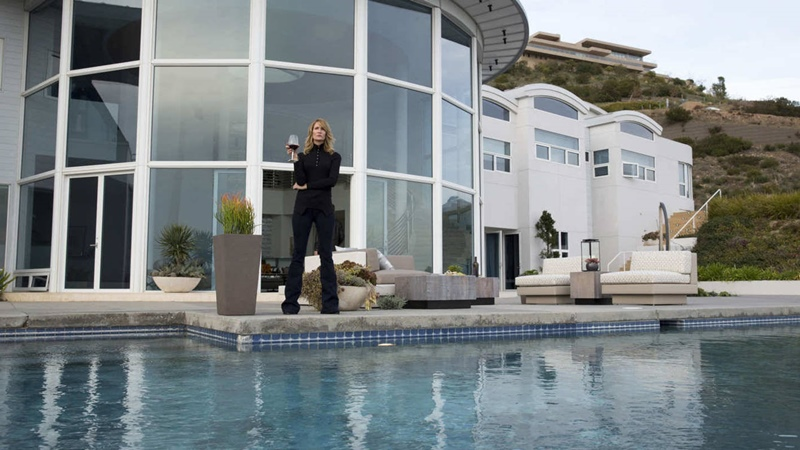Big little lies, serie HBO. Vivienda Renata (Laura Dern) y Gordon (Jeffrey Nordling).