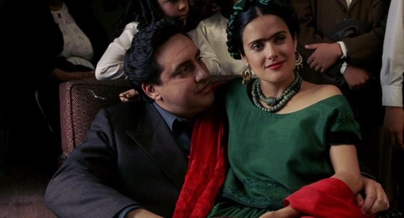 Salma Hayek y Alfred Molina en Frida (2002), dirigida por Julie Taymor.
