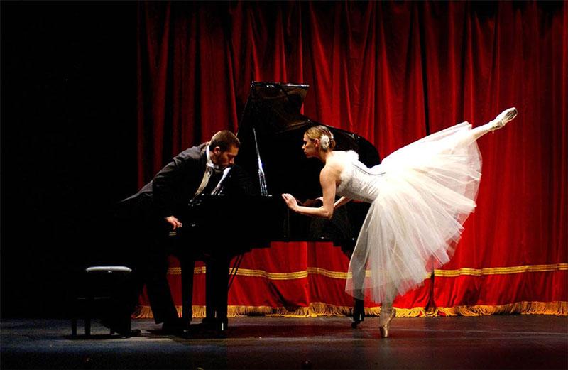 Suite bufa para pianista, cantatriu i ballarina