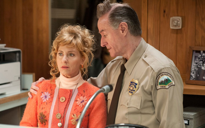 Kimmy Robertson and Harry Goaz en Twin Peaks.
