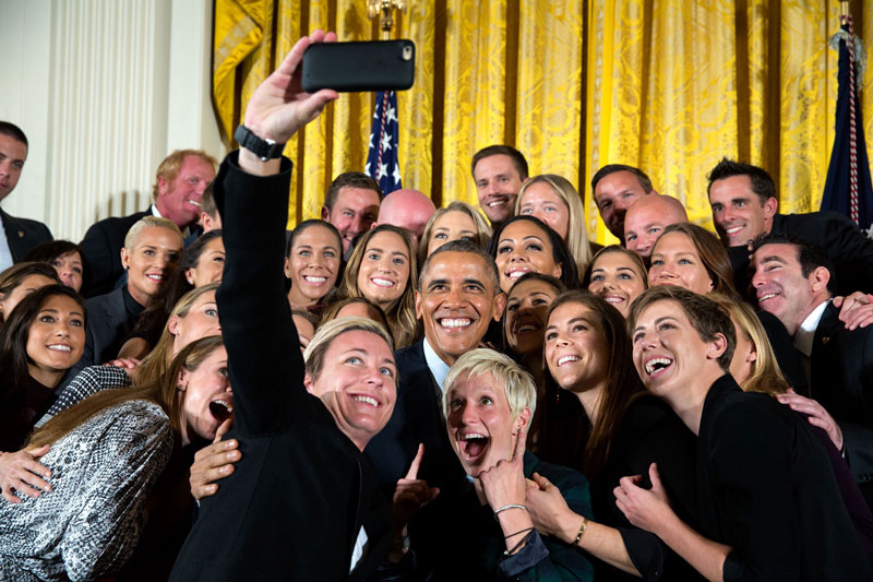 Selfie de Barack Obama con la Selección de Fútbol Femenina de USA