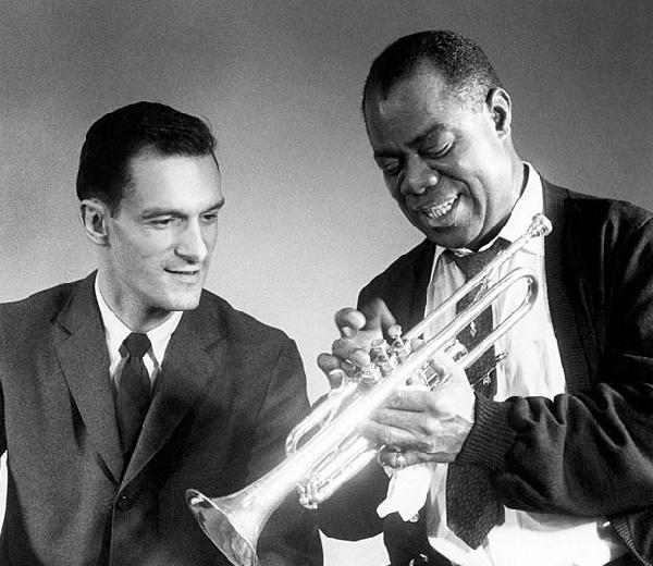 Hugh Hefner y Louis Armstrong. Foto: PEI1