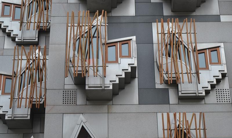 Ventana tipo Bay Window del Parlamento de Edimburgo, arquitecto Enric Miralles. © Fotografía SJLL.