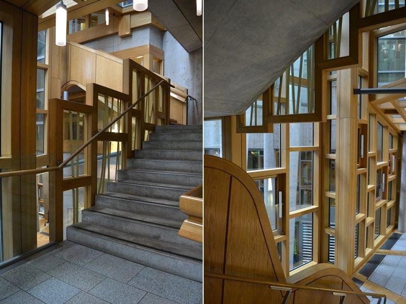 Lobby y escaleras interiores del Parlamento de Edimburgo, arquitecto Enric Miralles. © Fotografía SJLL.