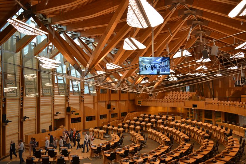 Cámara de debates del Parlamento de Edimburgo, arquitecto Enric Miralles. © Fotografía SJLL.