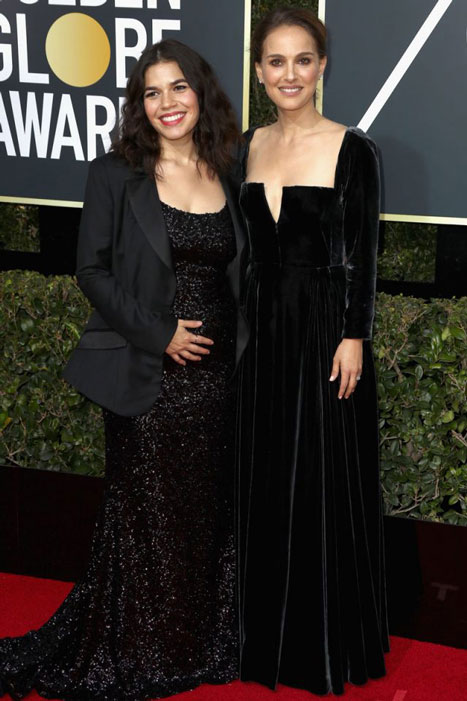 Otro bofetón al establishment: America Ferrara, de Christian Siriano -esa chaqueta sobra- y Natalie Portman, impecable, con uno de los mejores looks de la noche, a cargo de Dior.