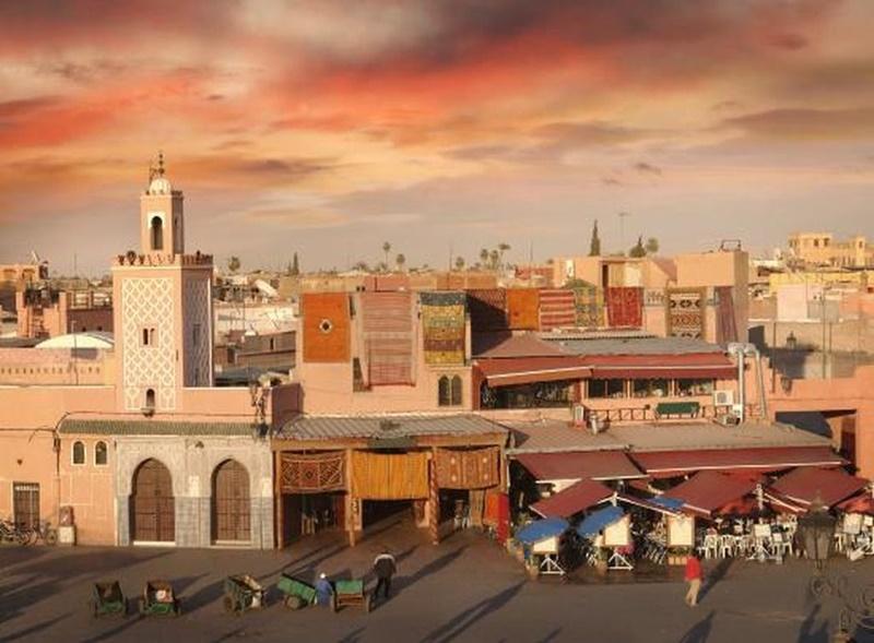 plaza-marrakech-el-cielo-protector-bertolucci-cultura-elhype
