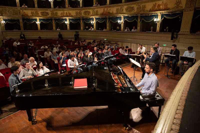 Andrea Chinaglia acompaña a los cantantes bajo la dirección de Riccardo Muti. @ Silvia Lelli