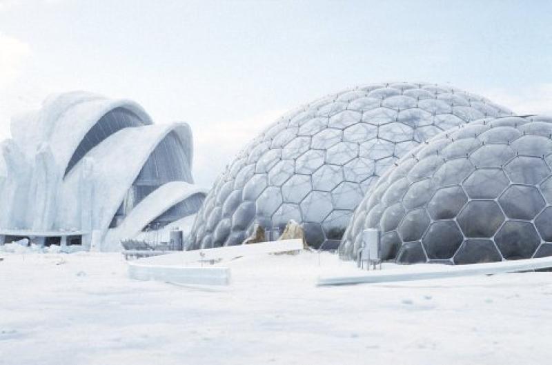 Palacio de cristal en el glaciar Breioamerkurjökull en Islandia. Muere otro día (Lee Tamahori, 2002).