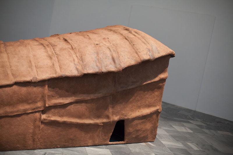 The hermits, 1991, hierro, tela metálica, yute, poliéster, arcilla, 430 x 130 x 120 cm