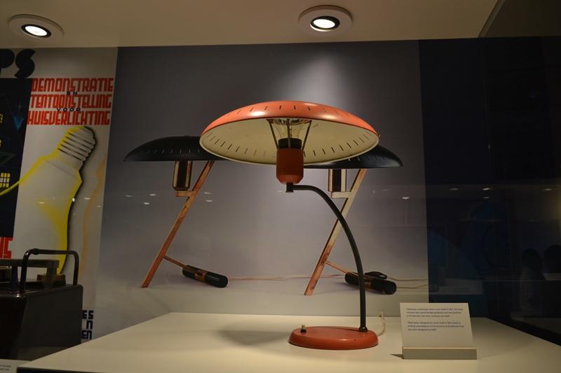 Lámpara de mesa de Louis Kalff, Museo Philips, Eindhoven. © Fotografías SJLL.