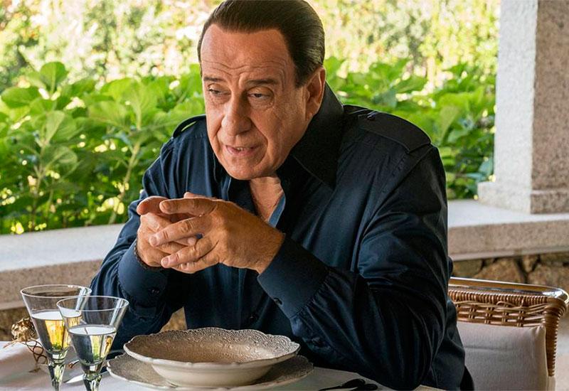 Silvio (y los otros) (Loro, Paolo Sorrentino, 2019).