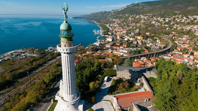 Faro della Vittoria en Trieste (Italia).
