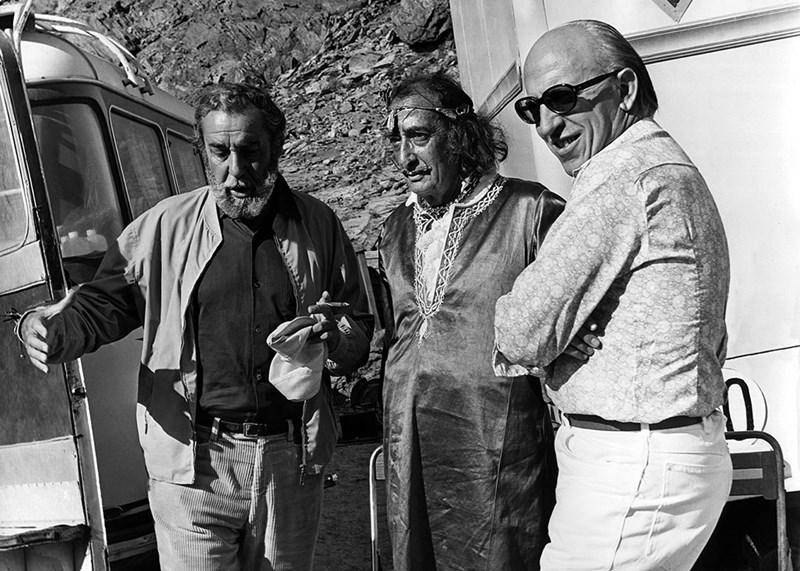 Faro. Cadaqués, 1970. Dalí, Fernando Rey y Alfredo Matas durante el rodaje de La luz del fin del mundo © Fototeca Yolanda Mnc.