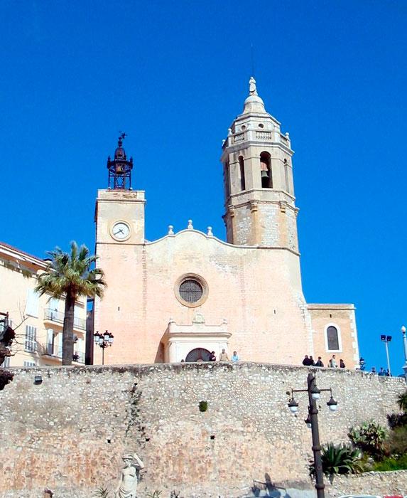 Se añora esta iglesia en el cartel de Sitges.