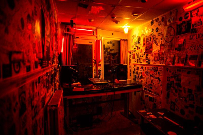 Red Light Radio. Hugo Van Heijningen