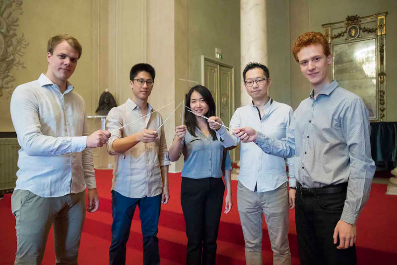 © Zani-Casadio. Desde la izquierda: Felix Hornbachner, David Quang Tho Bui, Jiannan Cheng, Stephen Lam (Lik-Hin Lam), Nicolò Umberto Foron.