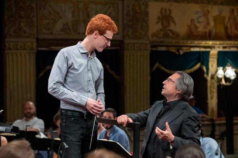 © Zani-Casadio. Nicolò Umberto Foron con Riccardo Muti durante los ensayos.