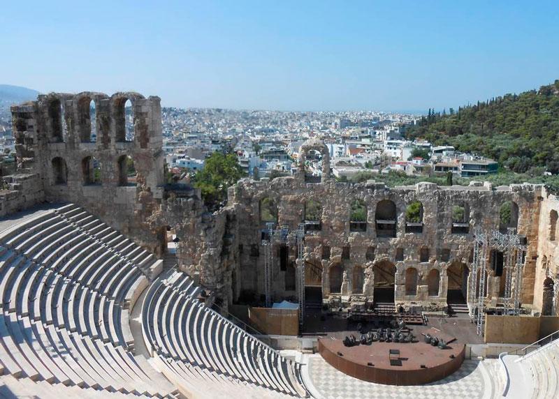 Atenas y el Teatro de Dionisio a los pies de la Acrópolis. © Fotografía SJLL.