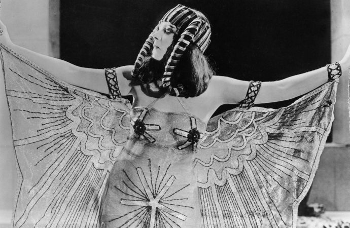 Eroticism and fashion in the early days of cinema